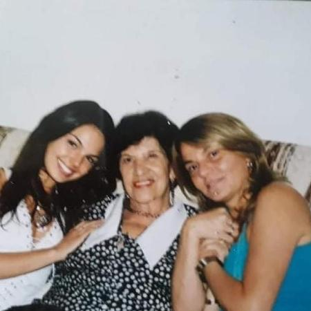 Isis Valverde ao lado de sua avó materna e de sua mãe, Rosalba Nable - Reprodução/Instagram @isisvalverde