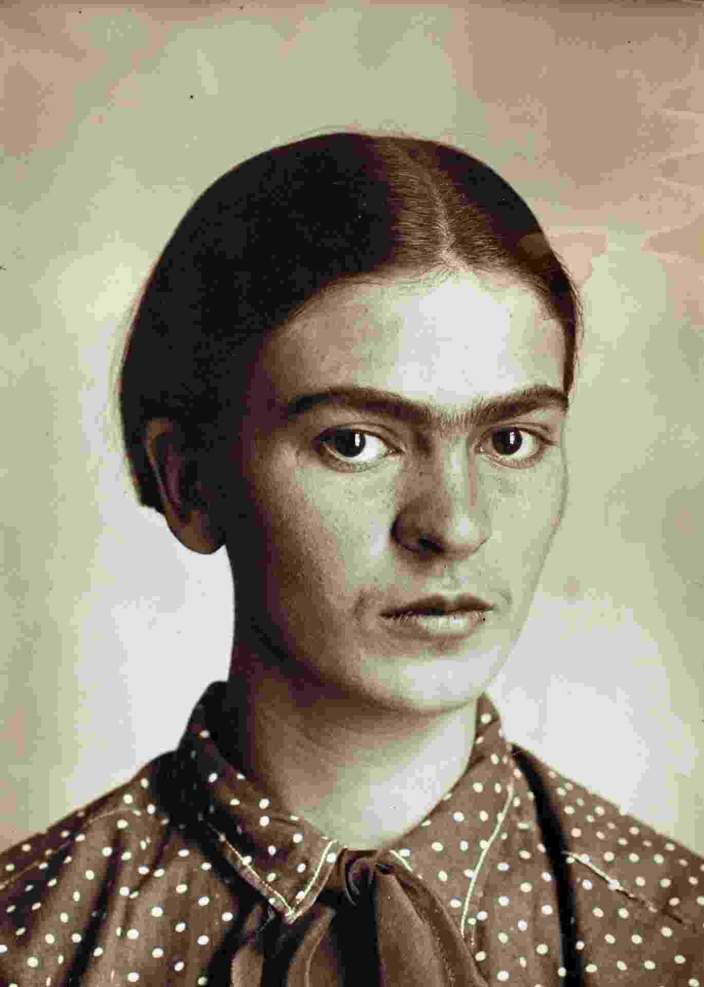 A pintora mexicana Frida Kahlo fotografada por seu pai, Guilhermo - Divulgação