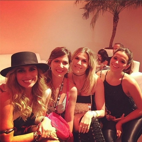 27.set.2015 - No último dia de Rock in Rio, Bruna Marquezine e Giovanna Antonelli posam com a atriz Julia Faria e a promoter Carol Sampaio, que compartilhou o clique em seu Instagram