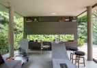 Da base ao detalhe, cinza fica bonito em todo tipo e estilo de decoração - André Nazareth/Divulgação
