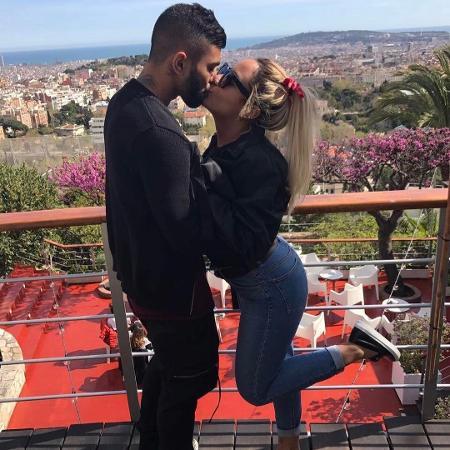 Gabriel Barbosa, atacante da Inter de Milão, beija Rafaella Santos, irmã de Neymar - Reprodução/Instagram/gabigol