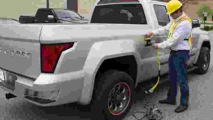 Na lateral, ela conta com uma tomada de 7,2 kWh de 30 amperes para plugar ferramentas e outros equipamentos elétricos - Divulgação - Divulgação
