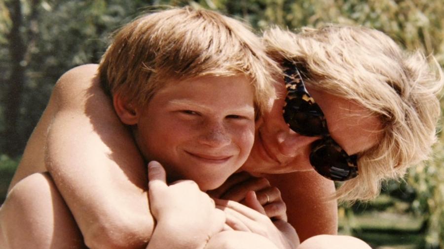 Príncipe Harry ao lado da mãe, a princesa Diana - Reprodução/InstagramKensington Palace