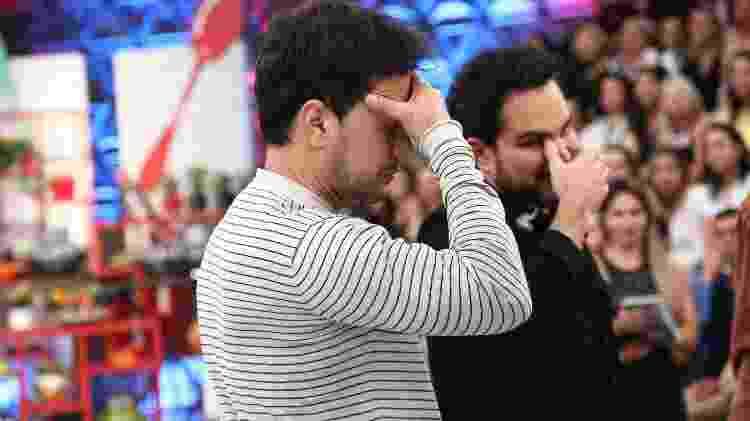 """Zezé di Camargo e Luciano se emocionam ao falar do pai, Francisco, no """"Programa da Sabrina"""" - Antonio Chahestian/Divulgação/Record TV - Antonio Chahestian/Divulgação/Record TV"""