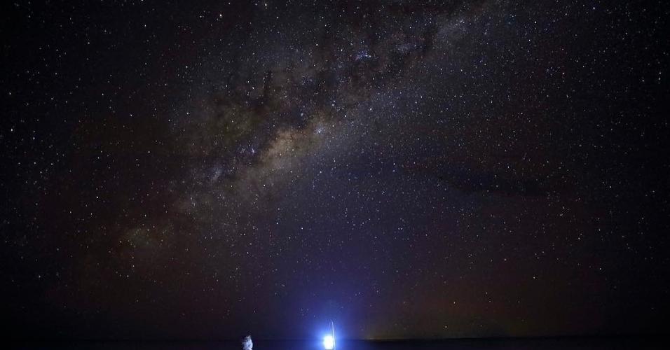 Makgadikgadi é um dos maiores desertos de sal do mundo. Ziba de safari, a região tem paisagens deslumbrantes e hotéis organizam passeios para dormir sob as estrelas.