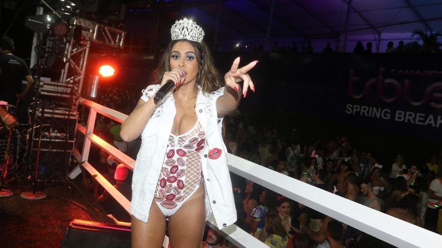 Alinne Rosa agitou o primeiro dia do Carnaval de Salvador, na madrugada desta sexta (09/02) - Thiago Duran e Webert Belicio/AgNews