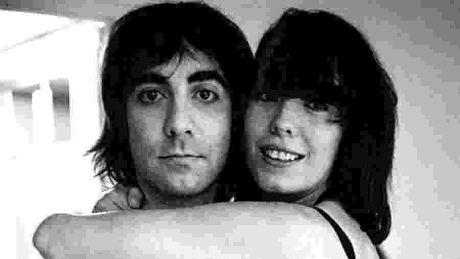 Pamela Des Barres com o baterista do The Who, Keith Moon - Reprodução