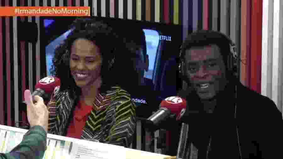 Seu Jorge e a atriz Naruna Costa durante entrevista ao Morning Show, da rádio Jovem Pan - Reprodução