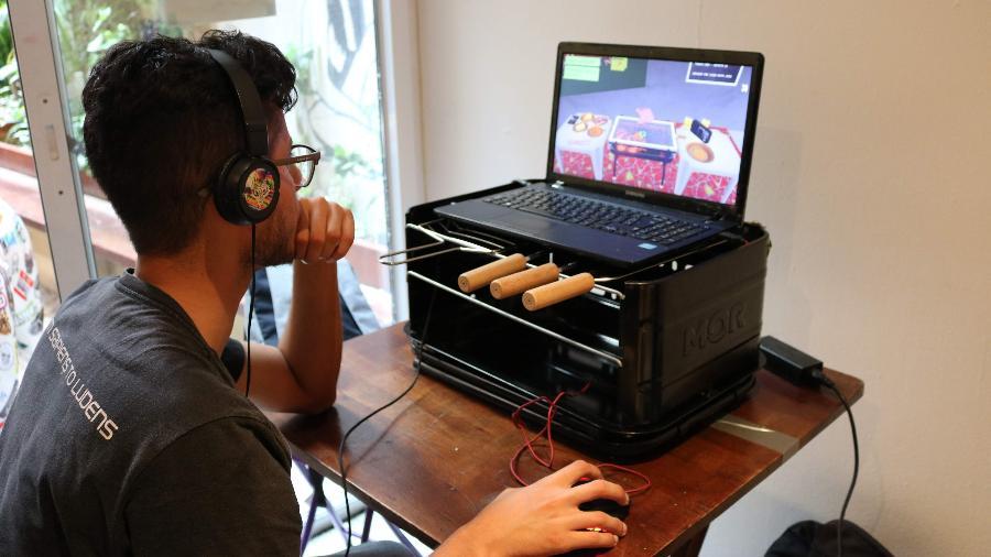 Simulador de Churrasco é um dos jogos expostos no evento - Giovanna Breve/UOL