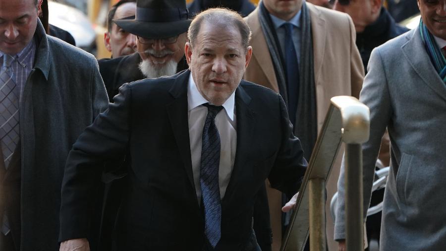 Harvey Weinstein ao chegar no tribunal de Manhattan - TIMOTHY A. CLARY / AFP - 22/01/2020