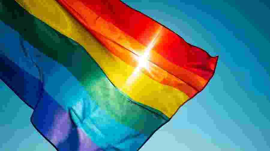 Bandeira representativa da comunidade LGBTQ - Istock