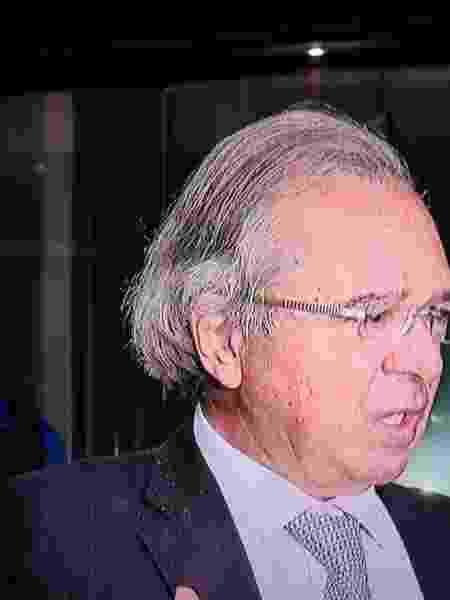 Paulo Guedes - caspa no paletó - Reprodução - Reprodução