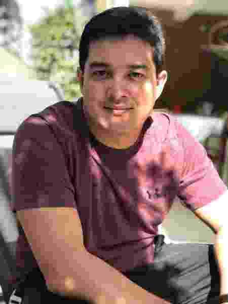 Rafael Issi em foto com o cabelo que costumava manter  - Arquivo pessoal - Arquivo pessoal
