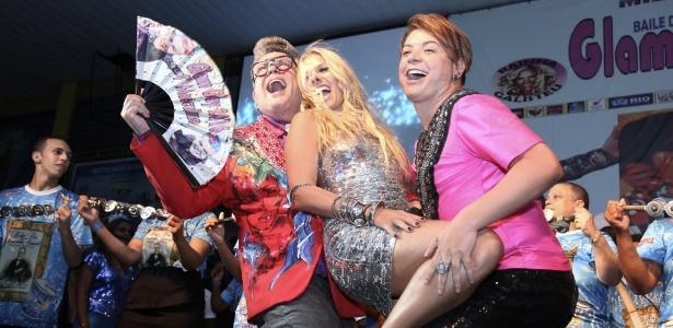 Milton Cunha recebe Adriane Galisteu e David Brazil no baile Glam Gay, na Tijuca