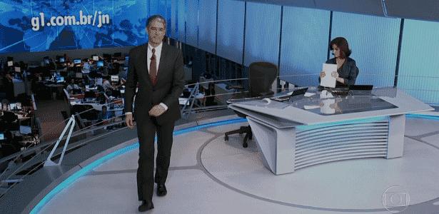 """William Bonner deixa bancada do """"Jornal Nacional"""" antes do fim - Reprodução/TV Globo"""