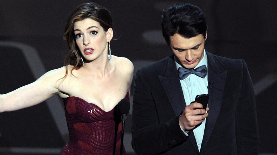 James Franco e Anne Hathaway no Oscar 2011 - Gabriel Bouys/AFP