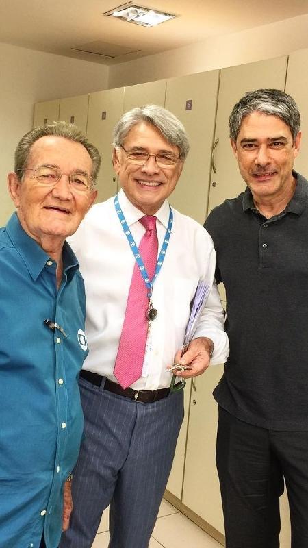 Em foto rara, Léo Batista, Sérgio Chapelin e William Bonner posam juntos nos bastidores da Globo - Reprodução/Instagram/renatacapuccioficial