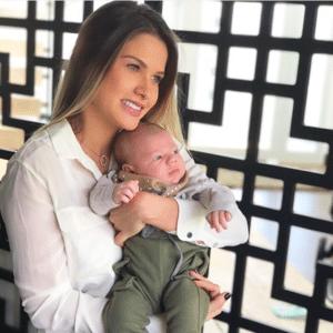 """""""Capacidade de amar o outro, mais que a nós mesmos"""", escreveu Andressa na legenda da foto com o filho"""