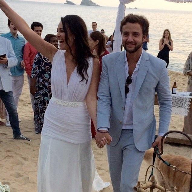 Ao lado do noivo Rodrigo Fleury, Maria Fernanda Monjardim comemora o elance