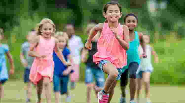 Crianças correndo - iStock - iStock