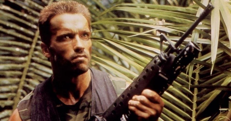 "Arnold Schwarzenegger em cena de ""Predator"" (1987)"