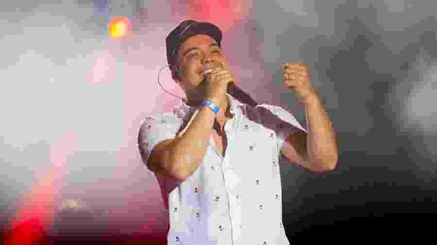 Wesley Safadão cantou hits em palco montado sobre o gramado do Maracanã - Douglas Shineidr/UOL