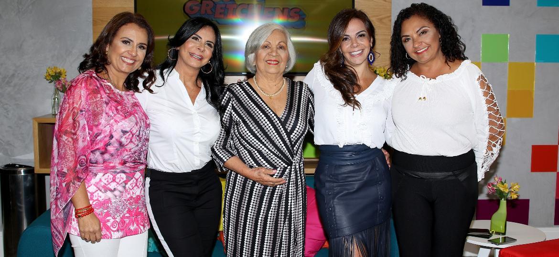 """Dona Maria José com as filhas Iara, Gretchen, Sula Miranda e Deusilene durante o lançamento de """"Os Gretchens"""" - Thiago Duran/AgNews"""