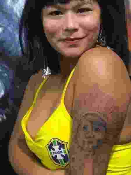 A atriz Eunice Baía, eterna índia Tainá, homenageia o filho em primeira tatuagem - Reprodução/Instagram/eunicebaia