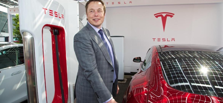 """Acabou: Elon Musk renuncia ao comando da empresa de elétricos após ações """"esquisitas"""" - Divulgação"""