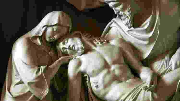 A igreja romana também exibe lindas obras de arte religiosas - wjarek/Getty Images