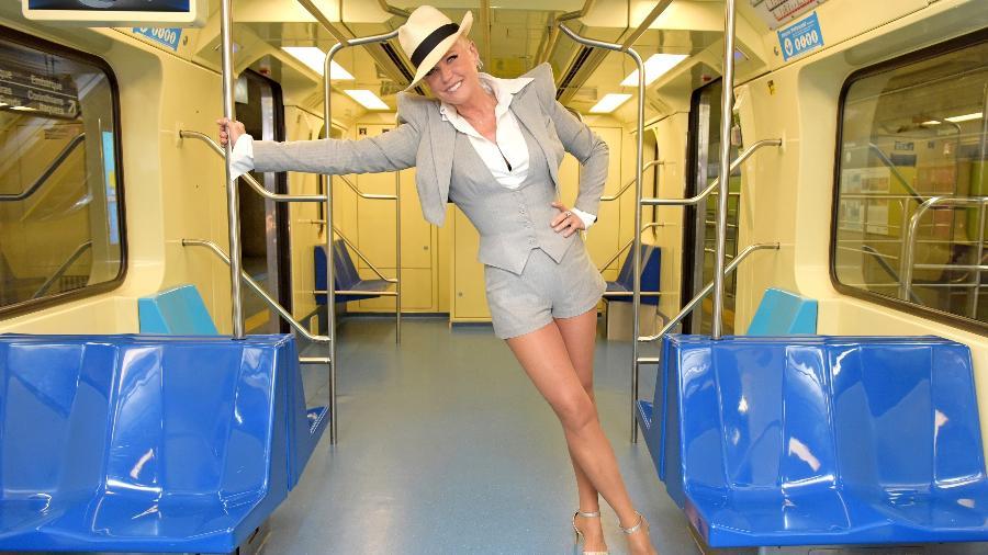 "Xuxa anda de metrô ao gravar abertura de ""Dancing Brasil"" - Blad Meneghel/TV Record"