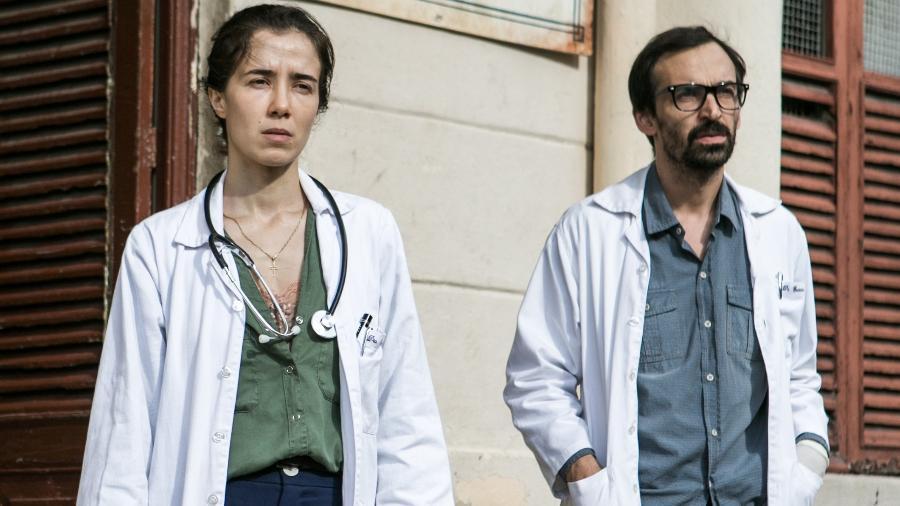 """Marjorie Estiano e Júlio Andrade, os médicos Carolina e Evandro de """"Sob Pressão"""" - Raquel Cunha/TV Globo"""