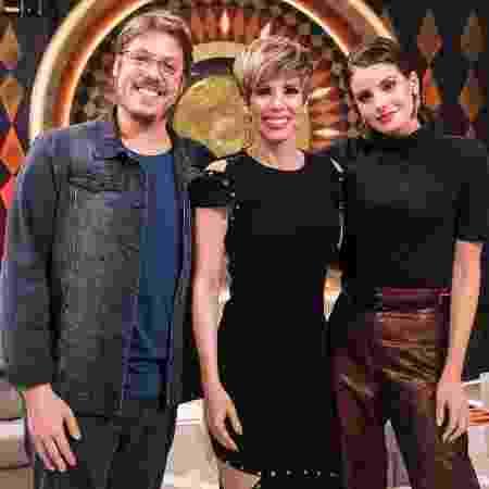 """Fábio Porchat, Ana Furtado e Camila Queiroz no """"Caldeirão"""" - Victor Pollak/TV Globo"""