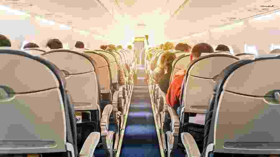 Passageiros em voo - iStock