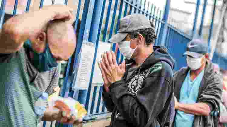 Distribuição de alimentos do padre Júlio Lancelotti na Paróquia Sao Miguel Arcanjo, no bairro da Móoca - Ricardo Matsukawa/UOL - Ricardo Matsukawa/UOL