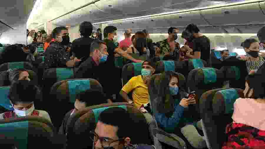 Em 35 horas de voo, brasileiros que estavam na Ásia retornaram ao Brasil - Larissa Coldibeli