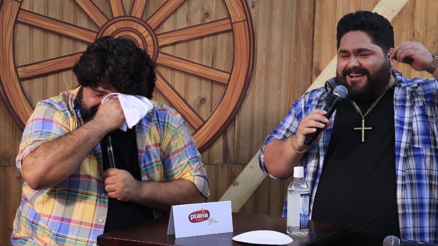 Fabiano se emociona e chora durante live após declaração do irmão César Menotti  - Divulgação
