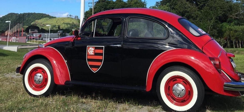 """""""Fuscão do Mengão"""" foi personalizado com as cores e o escudo do Flamengo exclusivamente para quadro semanal de entrevistas conduzido pelo jornalista Smigol na TV Fla - Arquivo pessoal"""