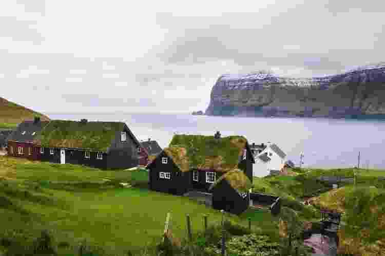 Casas com telhados cobertos de grama: uma tradição local - Getty Images/iStockphoto - Getty Images/iStockphoto