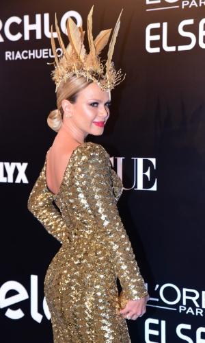 28.jan.2016 - Eliana no baile da Vogue que apostou no tema Pop África este ano