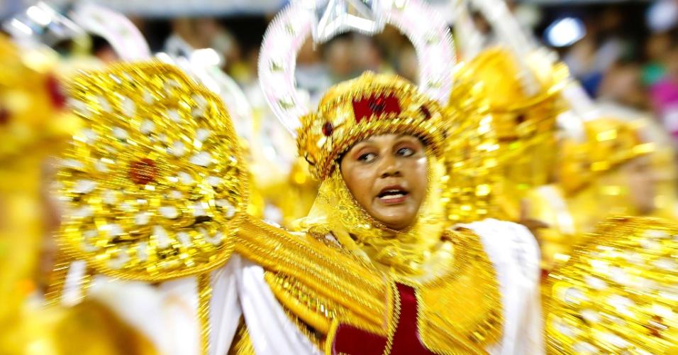 7.fev.2016 - Integrante da Estácio da Sá durante desfile que homenageia São Jorge e o culto ao santo no Brasil
