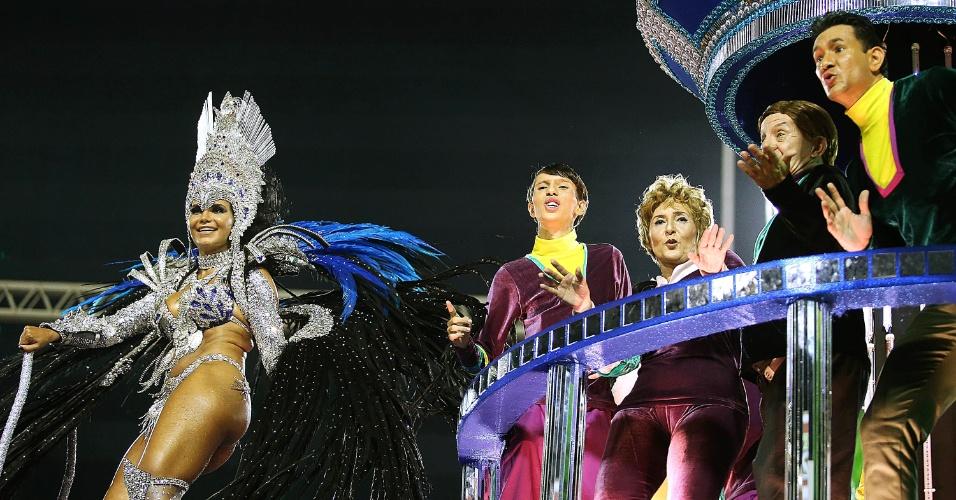 9.fev.2016 - Destaque de um dos carros alegóricos da Portela, que impressinou com muita tecnologia em desfile produzido pelo carnavalesco Paulo Barros