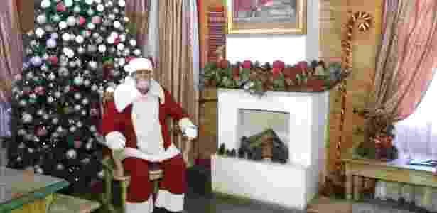 Papai Noel está sempre a postos para receber visitas em Penedo - BBC - BBC