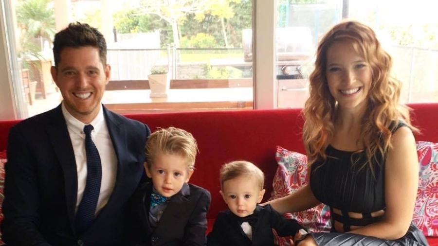 Michael Bublé e família: filho do cantor canadense foi diagnosticado com câncer - Reprodução/Facebook