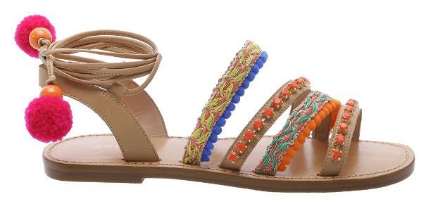 9b9895caf Com pompons e estampas coloridas: veja 24 opções da sandália hit do ...
