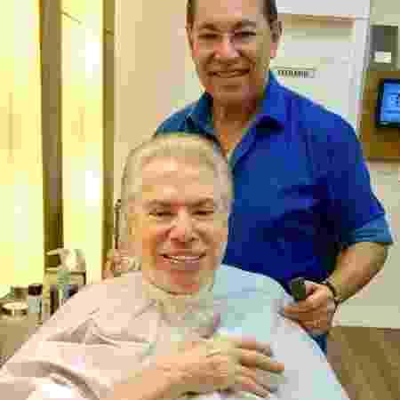 Silvio Santos ajeita o visual no salão de Jassa e assume os cabelos brancos - Reprodução/Instagram/robsonjassa