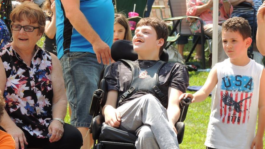 Matthew durante a parada feita para seu aniversário - Reprodução/Facebook