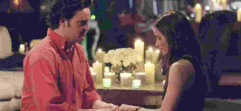 """O pedido de casamento de Chandler e Monica em """"Friends"""" - Divulgação"""