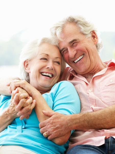Casal de idoso feliz - iStock