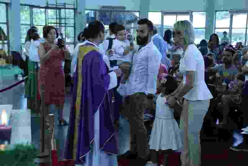 Antonia Fontenelle e Jonathan Costa se reuniram para batizado do filho neste domingo (3). A cerimônia aconteceu na Paroquia São José da Lagoa, zona sul do Rio de Janeiro - Anderson Borde/AgNews